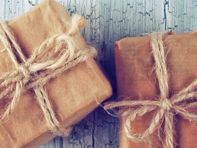- Geschenken - F
